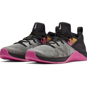 New NIKE Metcon FlyKnit 3 Sneakers Women 8.5